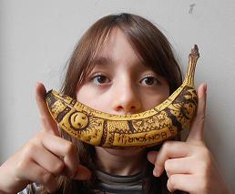 Esther banane tatouee